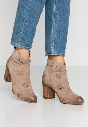 MADELINE - Botines bajos - taupe