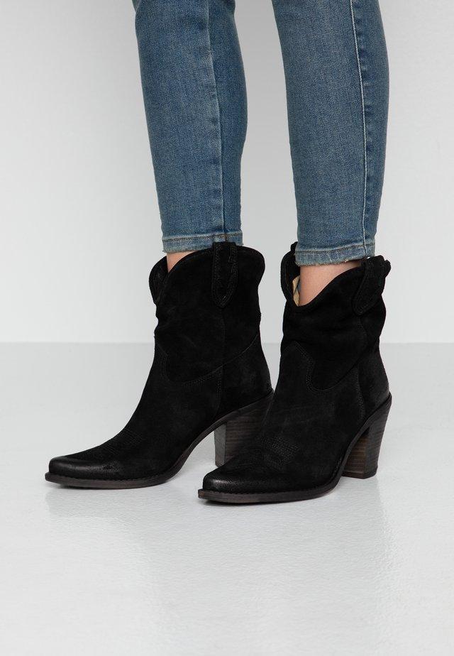 STONES - Kovbojské/motorkářské boty - black
