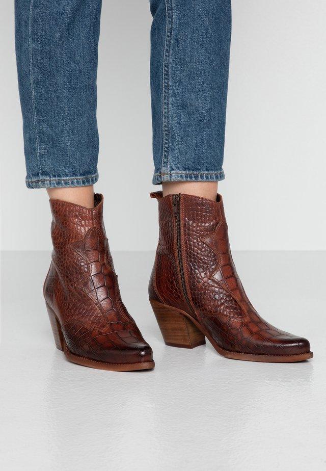 LAREDO - Cowboy/biker ankle boot - telha