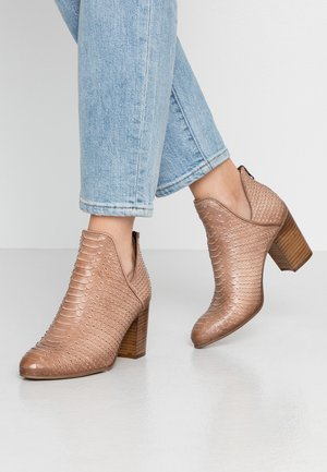 MADELINE - Boots à talons - taupe