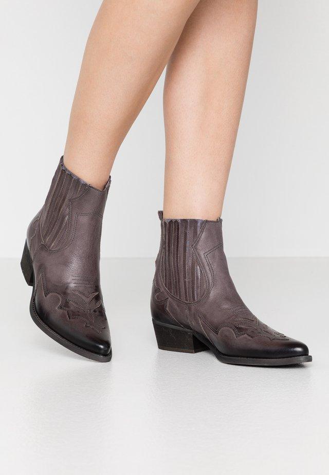 WEST - Cowboy/biker ankle boot - uraco storm