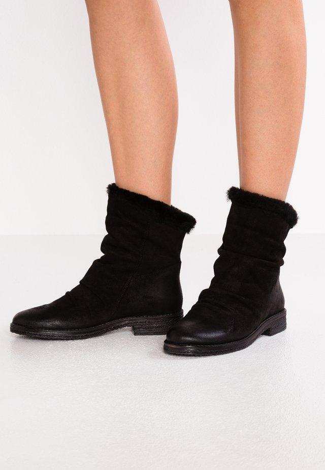 CREPONA - Korte laarzen - black