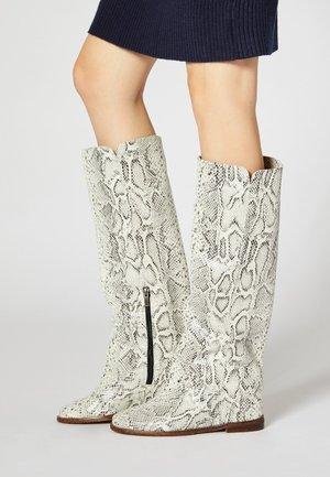 Boots - serpent