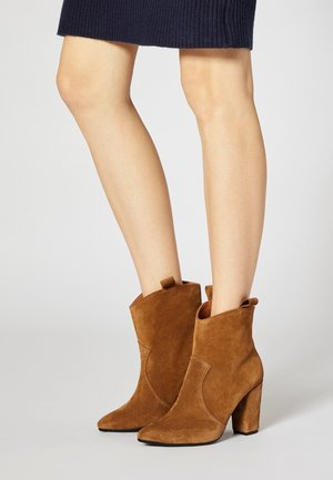 High heeled ankle boots - marron