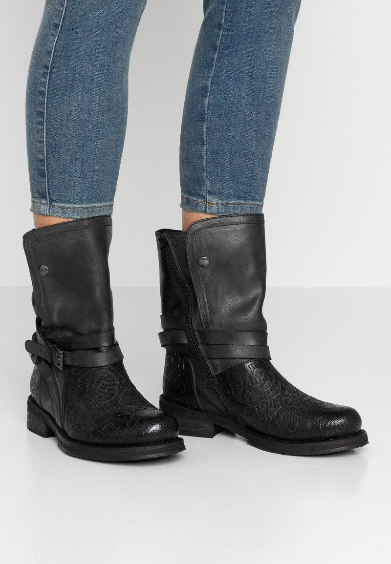 Felmini Wide Fit - COOPER - Cowboy/biker ankle boot - targoff/zenia/black
