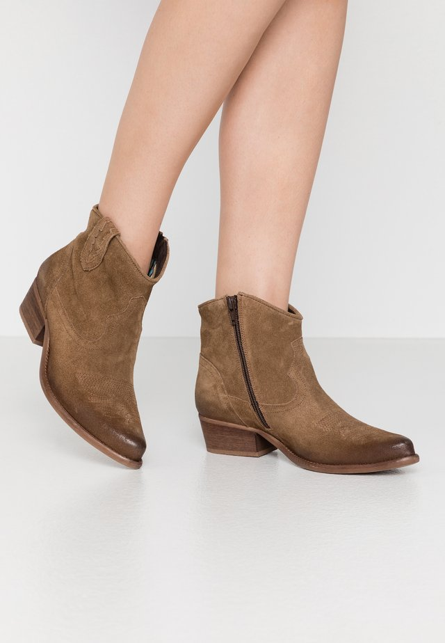 WEST WIDE FIT - Cowboy/biker ankle boot - momma