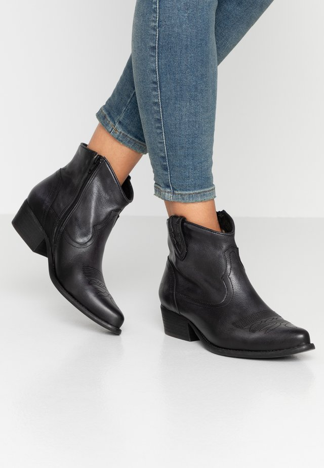 WEST WIDE FIT - Cowboy/biker ankle boot - lavado black
