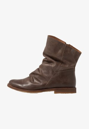 CLASH - Classic ankle boots - zenia camel