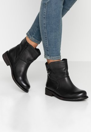 GREDO - Støvletter - black