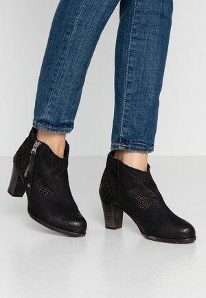OMEGA - Boots à talons - black