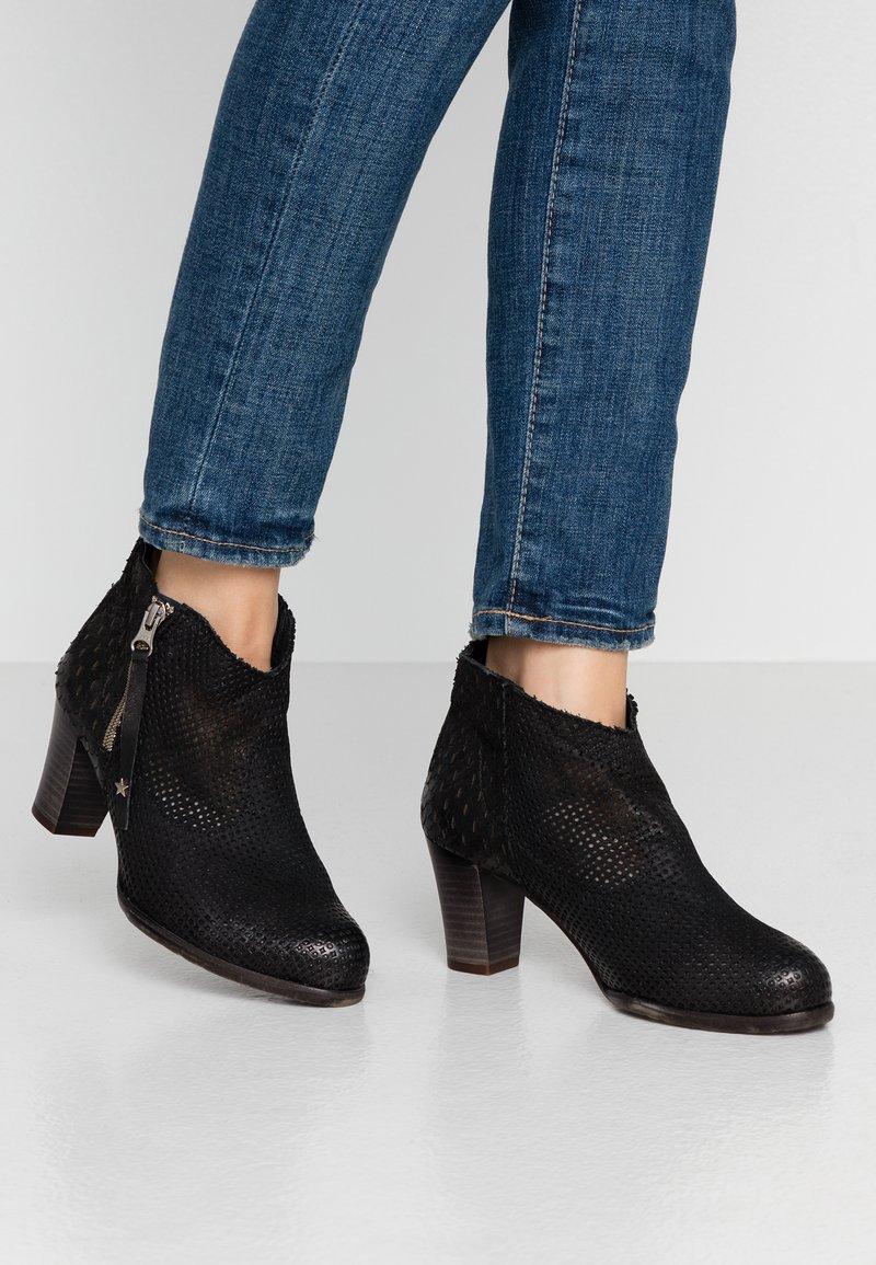 Felmini Wide Fit - OMEGA - Kotníková obuv - black