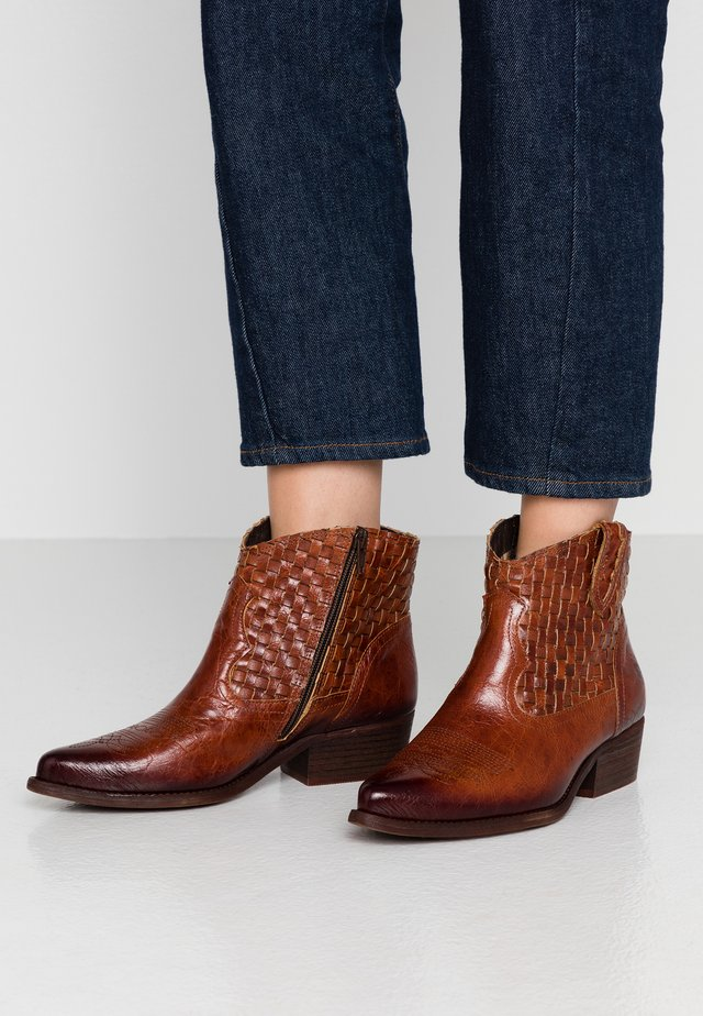 WEST - Cowboy/biker ankle boot - vega azafran