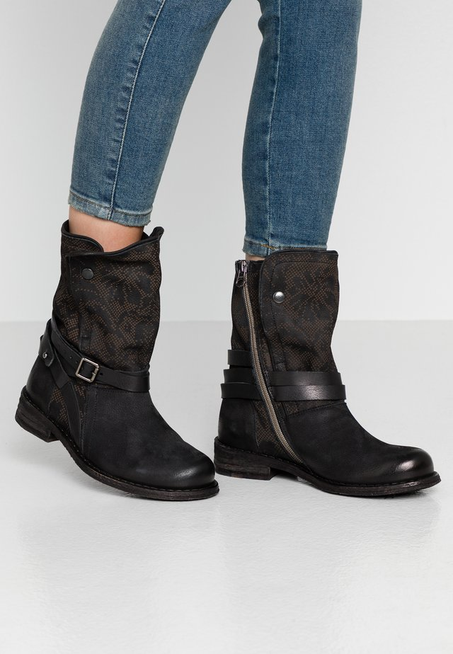 GREDO - Cowboy/biker ankle boot - pacific/black