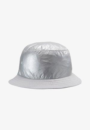 BUCKET HAT - Hoed - silver