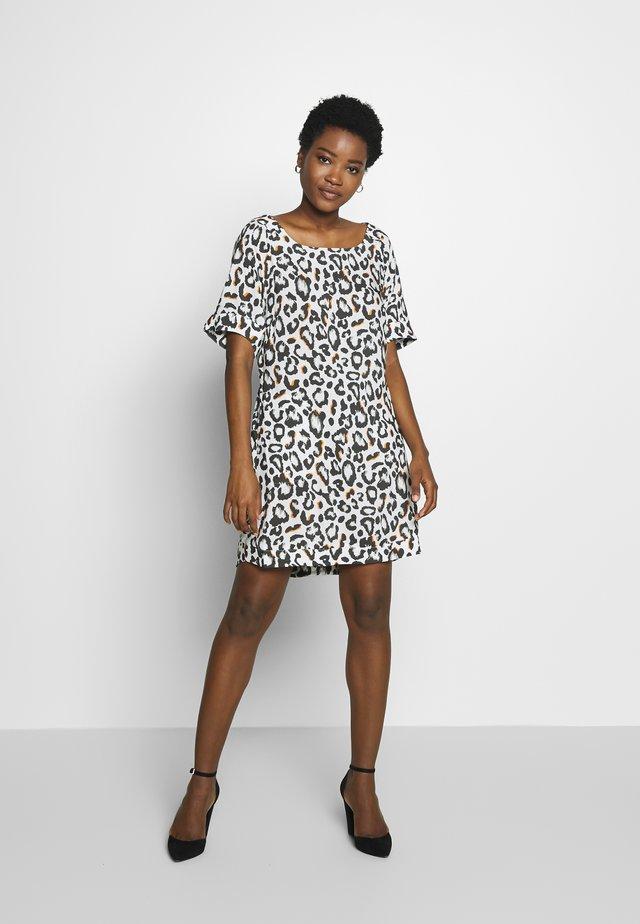 DRESS - Sukienka letnia - leo print