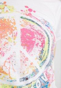 Frieda & Freddies - T-shirt con stampa - white - 5