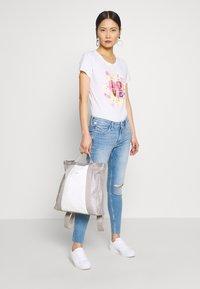 Frieda & Freddies - T-shirt imprimé - white - 1