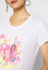Frieda & Freddies - T-shirt imprimé - white - 5