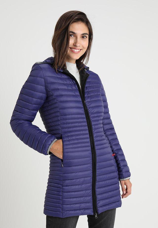 Pitkä takki - ultra violet