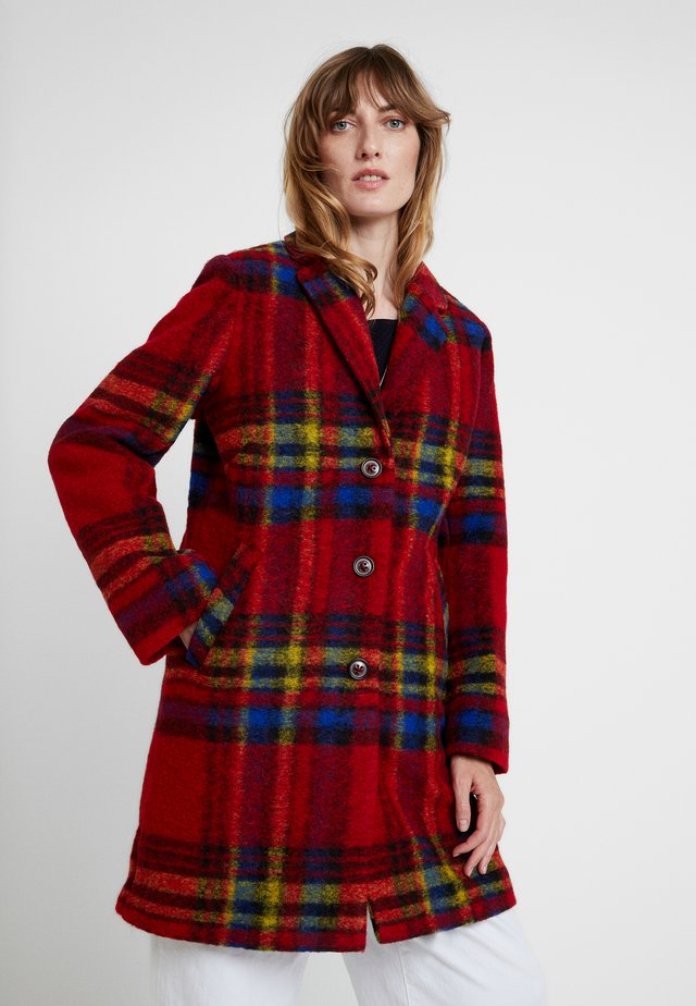 COAT - Kurzmantel - cherry red