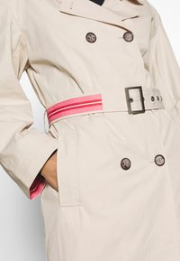 Frieda & Freddies - TRENCH COAT - Trenchcoat - cream - 6