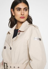 Frieda & Freddies - TRENCH COAT - Trenchcoat - cream - 4