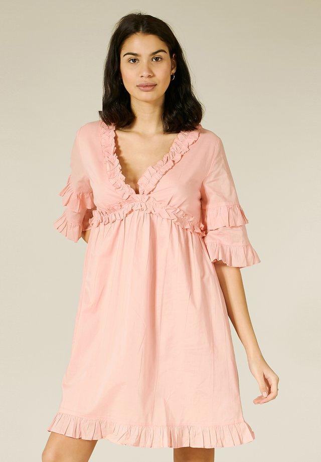 MIT RAFFUNGEN - Day dress - cantaloupe