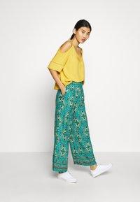 Springfield - PANT PRINT RUSTIC - Kalhoty - green - 1
