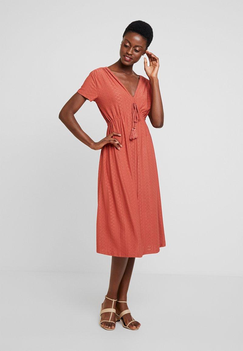 Springfield - VEST LARGO BORLA - Strikket kjole - browns