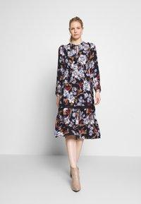 Springfield - VESTIDO FLORAL - Denní šaty - blue - 1