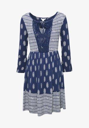 VEST PASLEY - Sukienka z dżerseju - blue