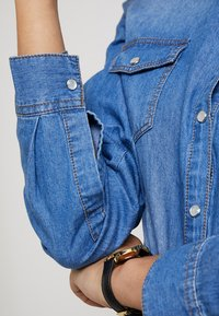 Springfield - CAMISA BÁSICA - Camisa - blue denim - 5
