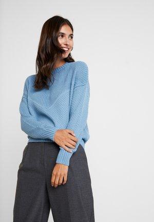 CHEVRON TONO - Strickpullover - light blue