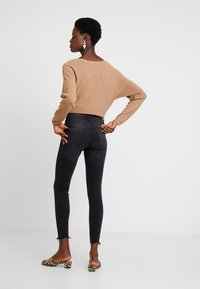 Springfield - CROPPED - Jeans Skinny Fit - black - 2