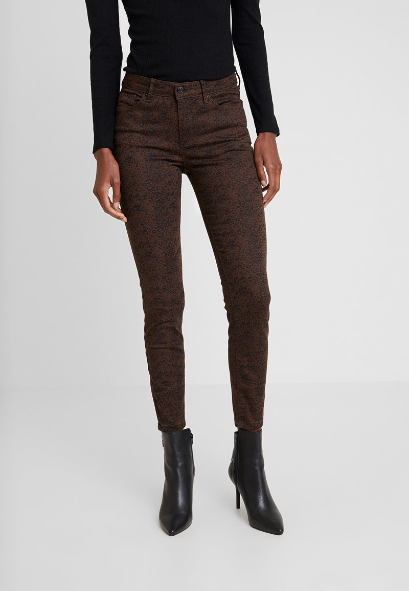 Springfield - GYM SARGA LEOPARDO - Jeans Skinny Fit - browns
