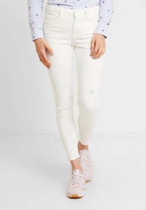 GYM SARGA COLOR - Skinny džíny - white