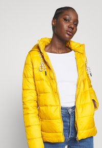 Springfield - ACOLCHADA LIGHT WEIGHT - Winter jacket - yellows - 3