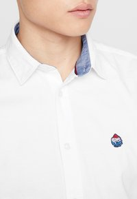 Springfield - SOLID OXFORD STRECH - Shirt - white - 5