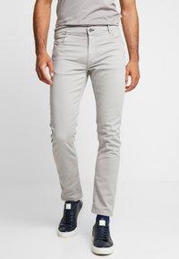 Springfield - SLIM COMFORT-STRETCH - Jeansy Slim Fit - medium grey - 0