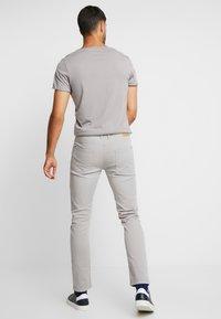 Springfield - SLIM COMFORT-STRETCH - Jeansy Slim Fit - medium grey - 2