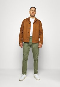Springfield - PANT BASICO - Trousers - green - 1