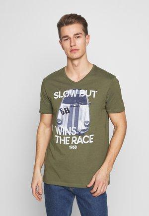T-shirt z nadrukiem - oliv