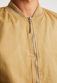 Springfield - Bombertakki - beige/camel - 5