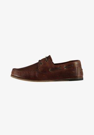 AVISOS - Chaussures bateau - brown