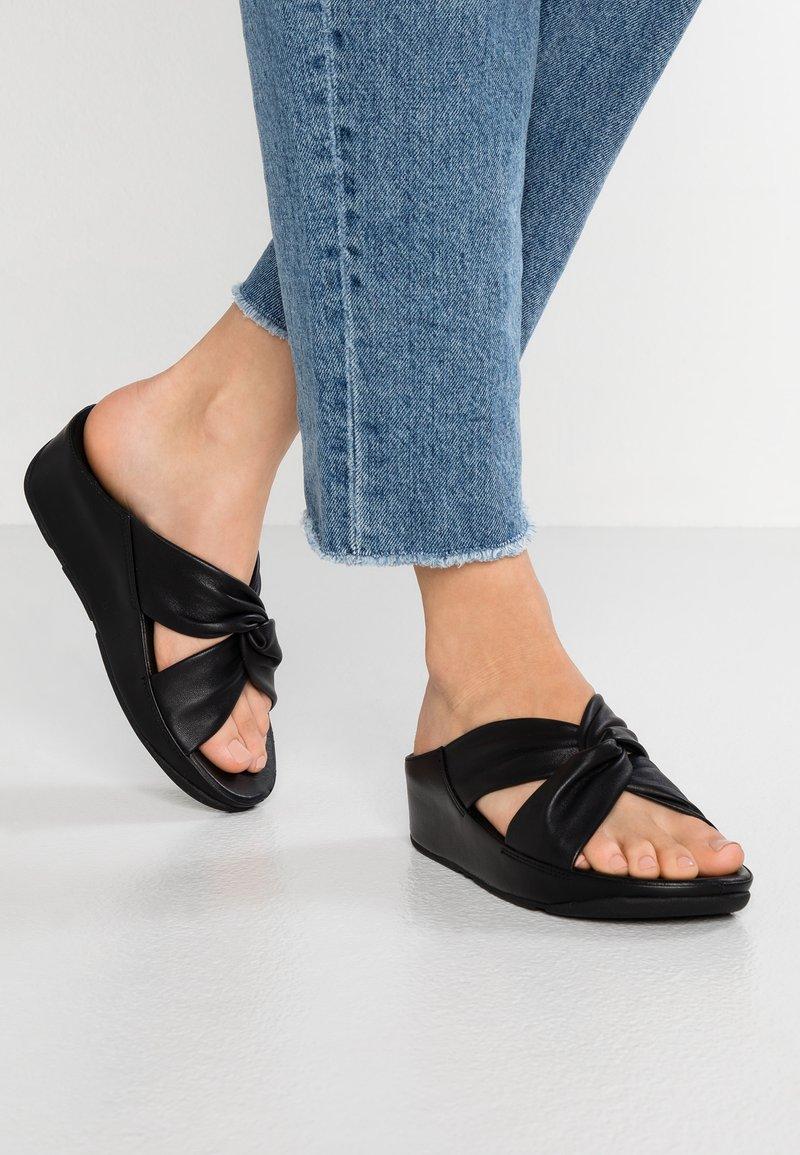FitFlop - TWISS - Pantofle na podpatku - black