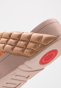 FitFlop - LULU PADDED SHIMMY THONGS - T-bar sandals - rose gold - 2