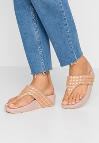 FitFlop - LULU PADDED SHIMMY THONGS - T-bar sandals - rose gold - 0