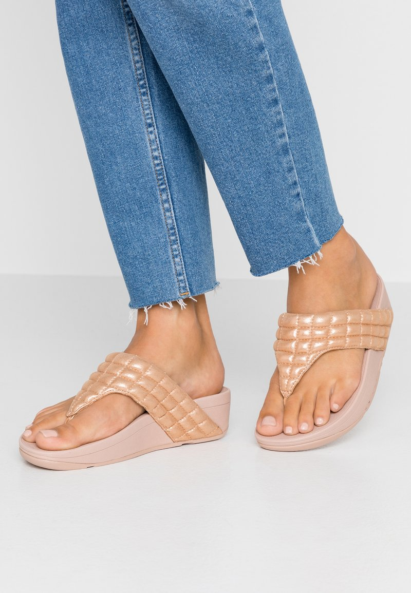 FitFlop - LULU PADDED SHIMMY THONGS - T-bar sandals - rose gold