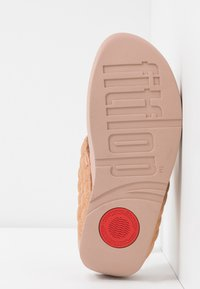 FitFlop - LULU PADDED SHIMMY THONGS - T-bar sandals - rose gold - 6