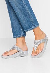 FitFlop - LULU GLITTER TOE THONGS - Sandály s odděleným palcem - silver - 0